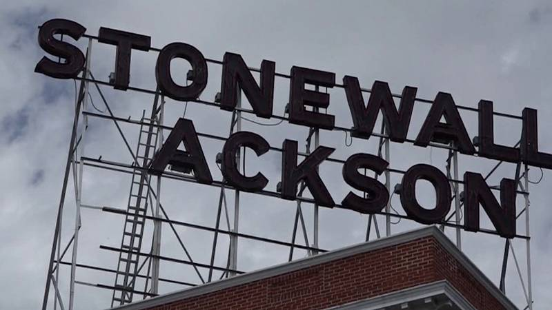 Letters removed from sign above the Stonewall Jackson Hotel in Staunton (FILE)