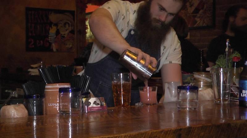 A bartender pouring drinks at El Bebedero.