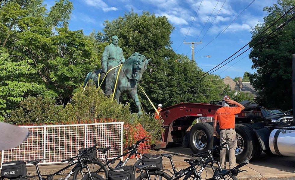 Statue of Robert E. Lee leaving Charlottesville's Market Street Park.