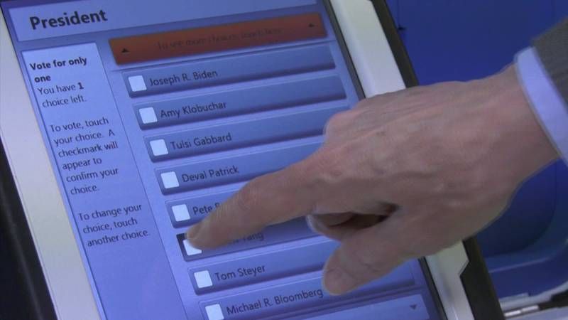 Officials test voting machines ahead of an election (FILE)