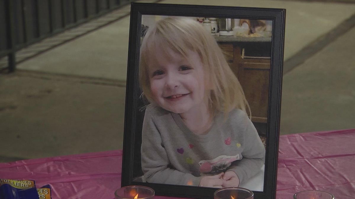 Photo of Khaleesi Cuthriell at the candlelight vigil in Sept. (WHSV)