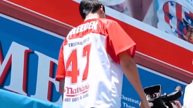 Darron Breeden walks on stage to eat hot dogs. Courtesy: Darron Eats YouTube