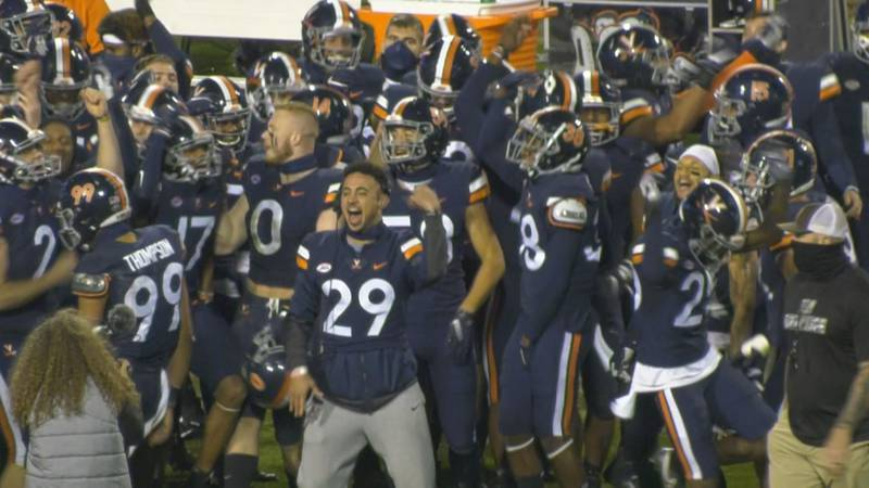 Joey Blount leads the 'Hoos in a celebration dance on the sideline in 2020