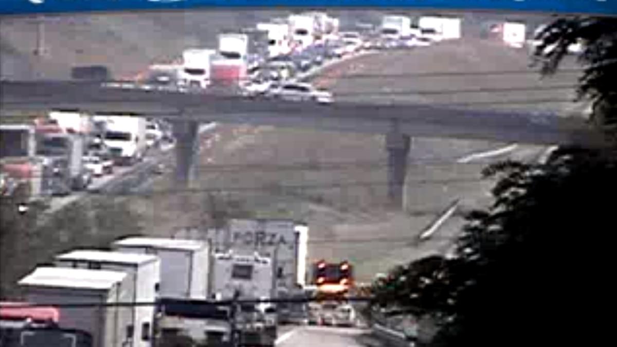 I-81 tractor trailer crash causes delays.